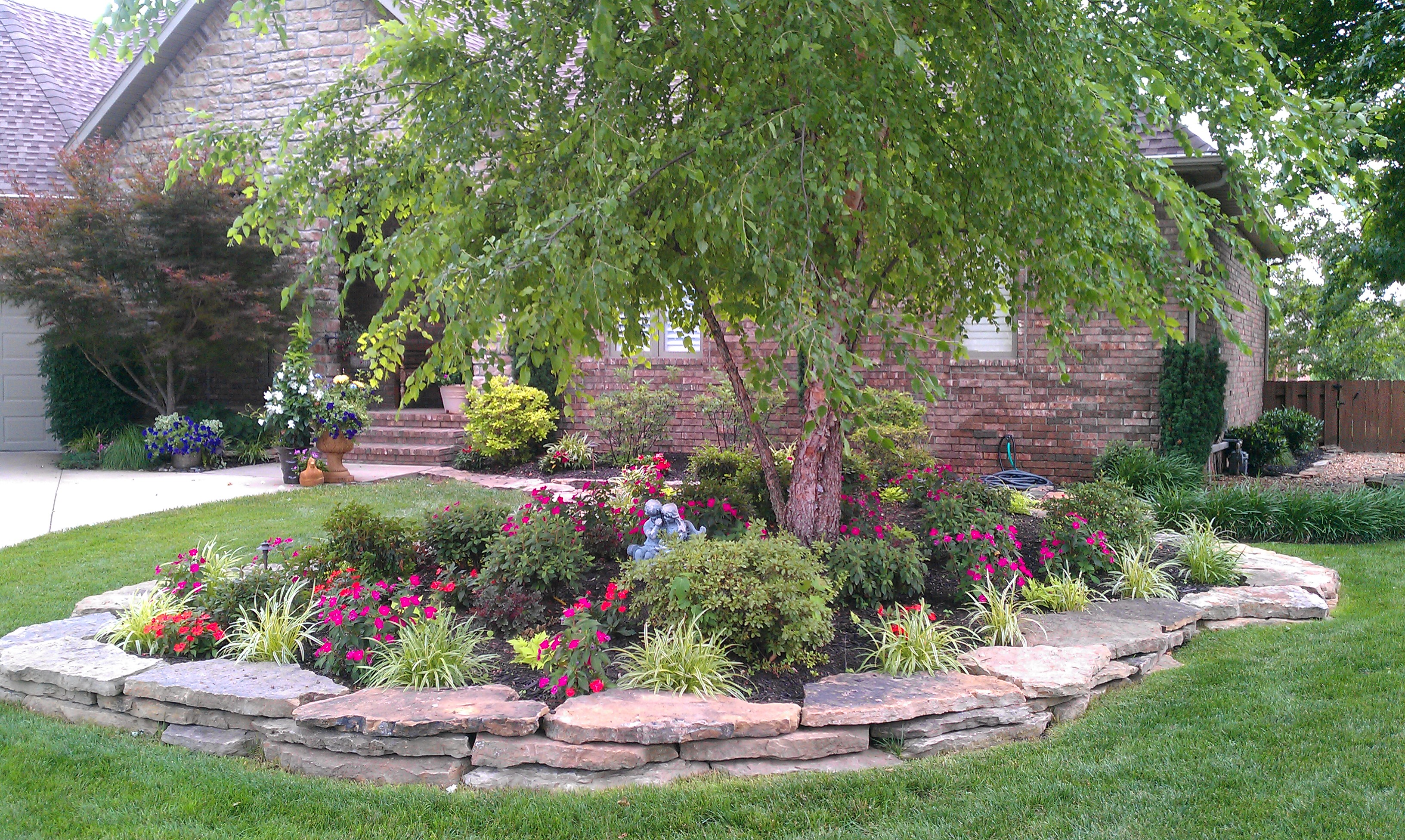 Best residential landscape design 417 home magazine for Residential landscaping ideas